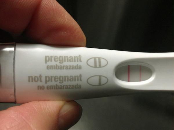 Que thử thai 2 vạch là dấu hiệu mang thai chính xác nhất